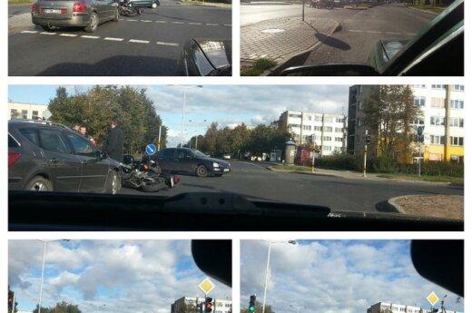 """Panevėžyje tarp motociklininkų ir """"Peugeot"""" vairuotojo sankryžoje užvirė ginčas: kas ką kliudė"""