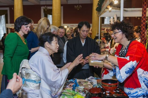 Mrs Janina Butkeviciene looking on as Japanese specialities exchange hands  Photo Ludo Segers