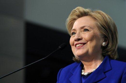 Клинтон: Украина достойна большей помощи США
