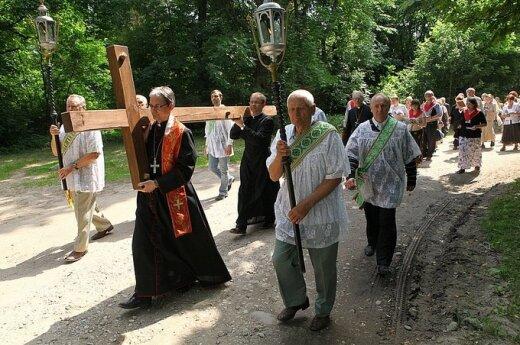 W Polsce zmniejsza się liczba osób uczestniczących we mszy