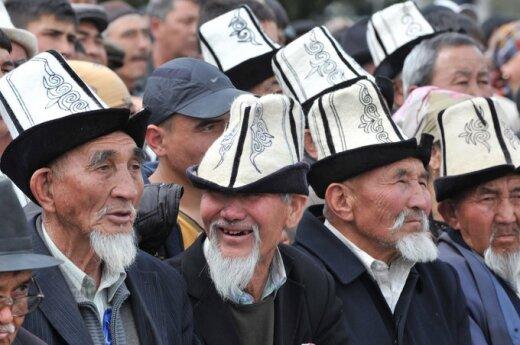 В Киргизии решили штрафовать госслужащих за незнание госязыка