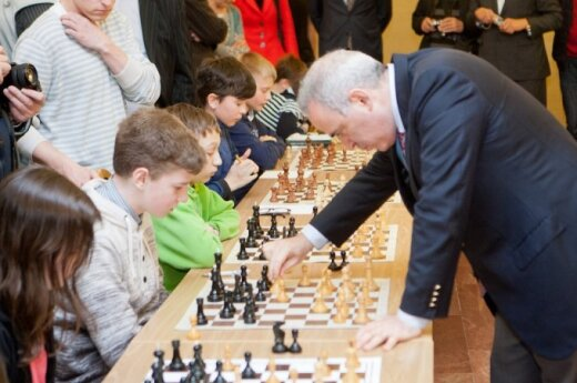 12 - latek zremisował z Garri Kasparowem