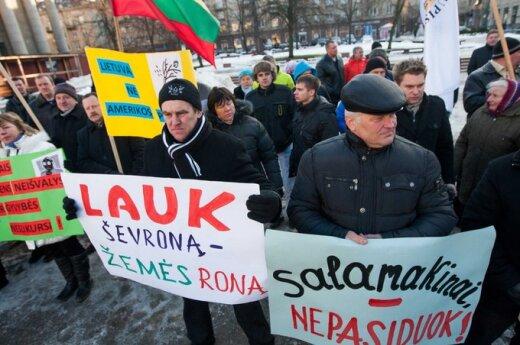V.Laučius. Kaimas <em>trolina</em> Lietuvą