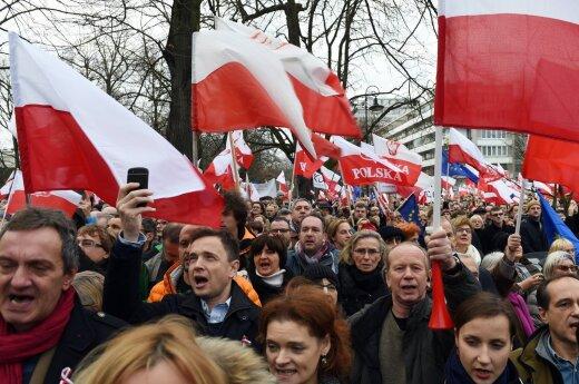 Lietuvos politikai: įvykiai Lenkijoje kelia nerimą
