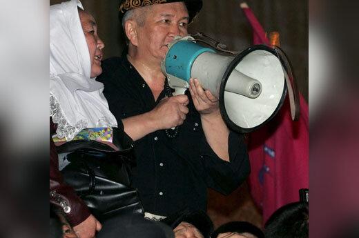 Kirgizijos opozicijos rėmėjai kontroliuoja Biškeką
