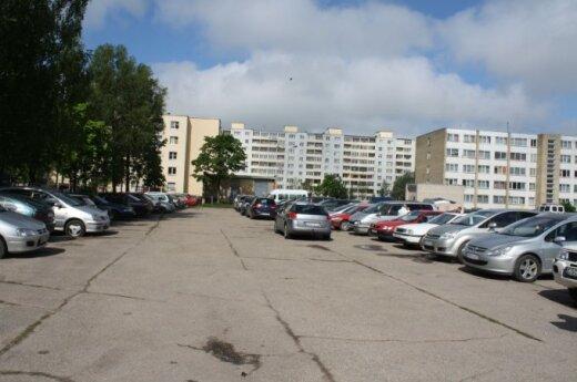 Panevėžyje chuliganai subadė 39 automobilių padangas