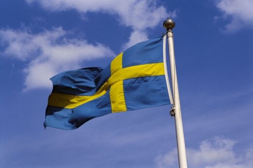 Sweden will step up cooperations but will not join NATO, says defence minister in Vilnius