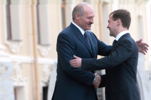 Минск и Москва берут друг друга на испуг
