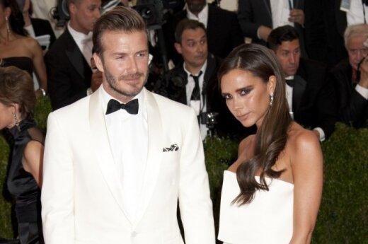 D. Beckhamas paviešino karštą savo žmonos nuotrauką: 4 vaikų mama su bikiniu atrodo stulbinamai