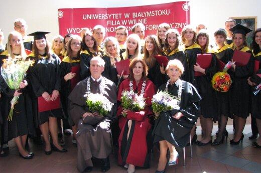 Wręczenie dyplomów na filii UwB w Wilnie 2015