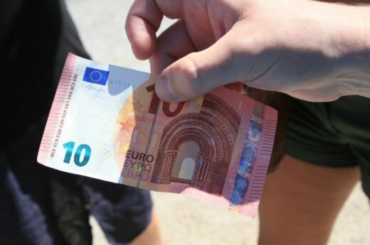 Low inflation in Lithuania particularly favourable to euro adoption, economists say