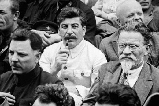 Внук Сталина снова не смог защитить честь деда в суде