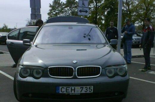 """Parkavimas prie prekybos centro """"Banginis"""", Klaipėdoje"""