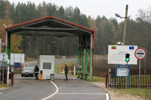 Belarus stops pedestrian traffic at car checkpoints on border with Lithuania