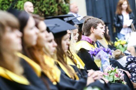 EHU welcomes nearly 400 new students