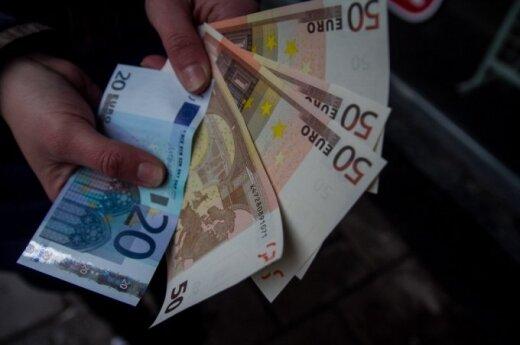 Paaiškino, kokius euro banknotus reikėtų labiausiai tikrinti