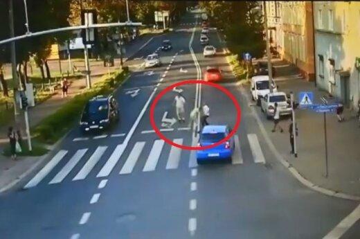 Bójka o lusterko. Źródło: policja.pl