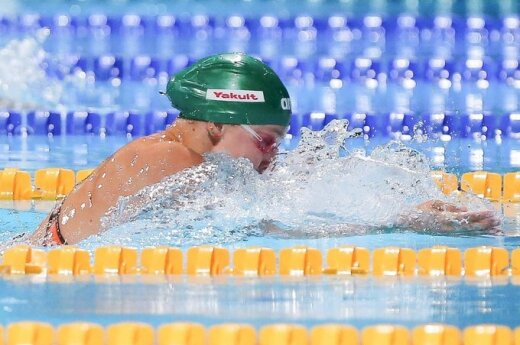 R. Meilutytė su trečiu rezultatu pateko į 50 m plaukimo krūtine rungties pusfinalį