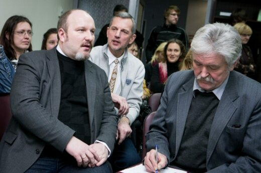 E. Eigirdas. Už referendumo ryškėja V. Uspaskicho ir V. Janukovyčiaus šešėliai