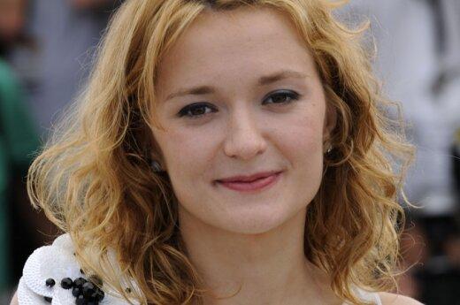 Надя Михалкова оставила новорожденную и улетела на фестиваль