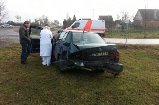 Водитель Opel с дороги снес управляемый женщиной VW Vento