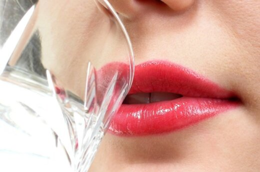 Eksperimentas - 10 vandens stiklinių kasdien: pirmoji savaitė