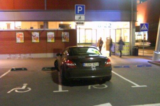 """Parkavimas Vilniuje, prie """"Banginio"""". 2009-10-06, 19.42 val."""