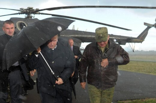 President Putin lands at the site of Zapad 2013