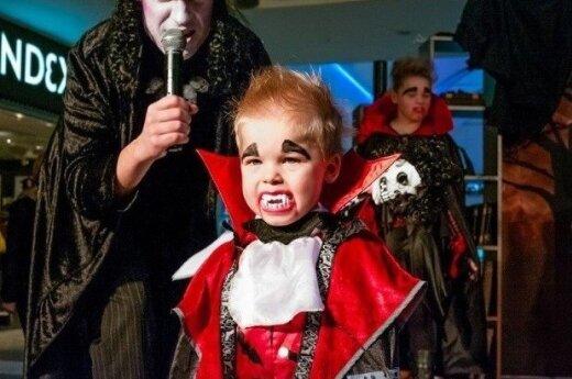 """ФОТО: парад """"хэллоуинской нечисти"""" в Риге и в мире"""