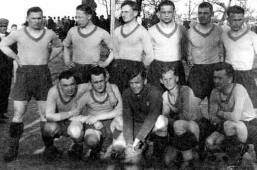 1932 LFLS Kaunas team, Antantas Lingis pictured second from bottom row.