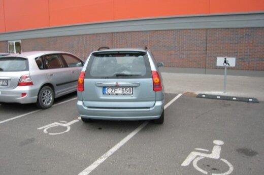 """Parkavimas Klaipėdoje, Šilutės pl. 32, prie prekybos centro """"Banginis"""". 2009-09-27"""
