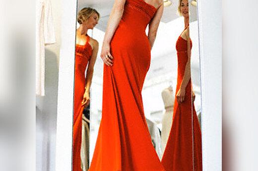 Moters atspindys veidrodyje