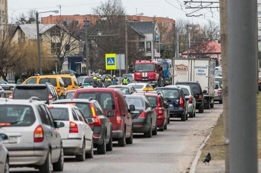 Nelaimė dujų tinkle: dėl avarijos lokalizavimo ribojamas eismas Taikos prospekte