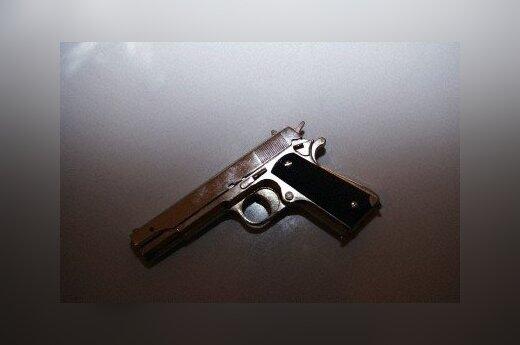 Нетрезвый мужчина думал, что стреляет в грабителей