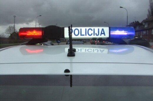 Kelyje Kaunas-Daugpilis susidūrė sunkvežimiai, prispaustas žmogus