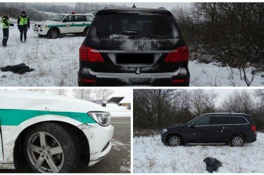 Įtemptos vogto automobilio gaudynės: pareigūną tyčia partrenkęs bėglys vežė ant variklio dangčio