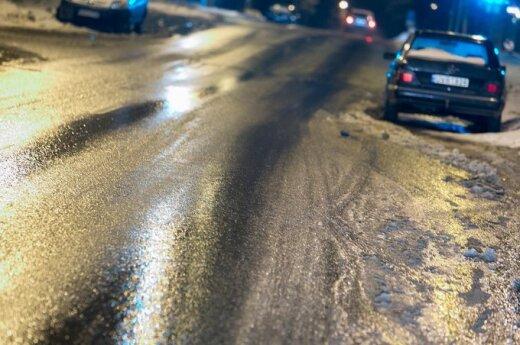Условия движения усложняет гололед и мокрый снег