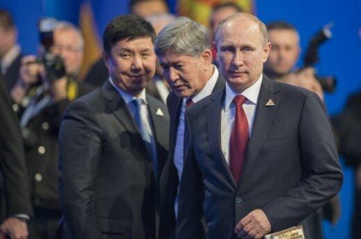 Rusijos prezidentas Vladimiras Putinas ir Kirgizijos prezidentas Almazbekas Atambajevas
