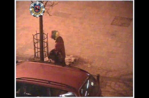 Полицейские камеры зафиксировали дебош пьяных мужчин на улице