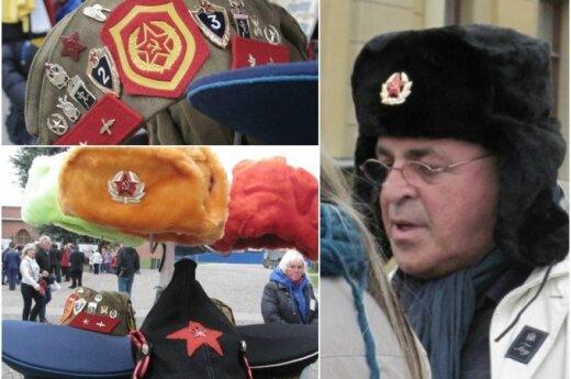 Санкт-Петербург: у туристов нарасхват советские шапки-ушанки и буденовки