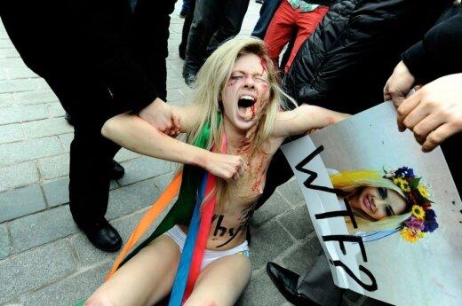 Niemcy: Członkinie Femen rozebrały się dla Merkel
