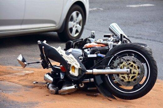 Мотоциклист врезался в джип и погиб