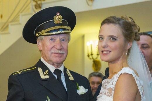 84-erių rusų aktorius Ivanas Krasko ir jo 60 metų jaunesnė žmona