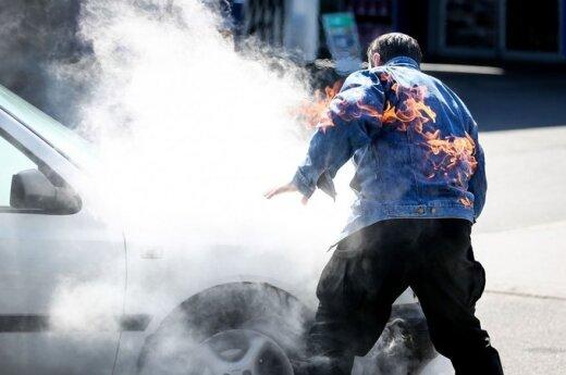 ВИДЕО: Камеры наблюдения засняли самосожжение жителя России в суде