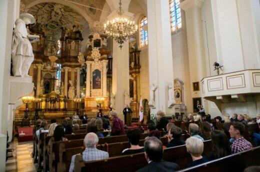 Dyskryminują maturzystów, bo świadectwa dojrzałości wręczają w... kościele