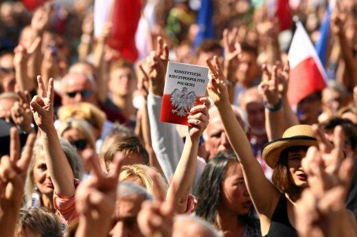 Lenkai protestavo prieš teismų sistemos reformas