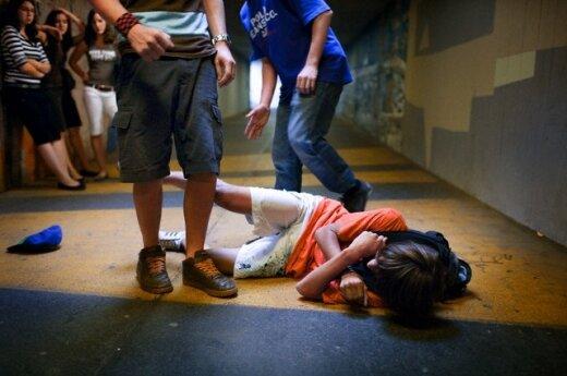 Дети жестоко избили 10-летнюю девочку