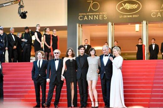 Prancūzų režisierius Arnaudas Desplechinas su komanda