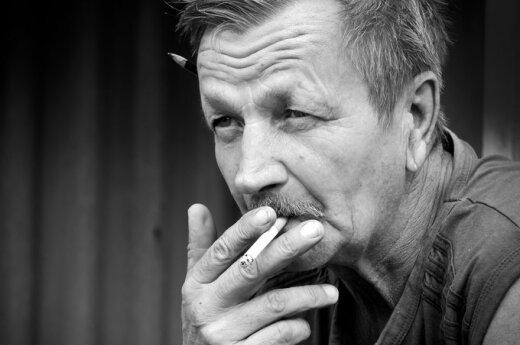 Kubilius chce jeszcze bardziej ograniczyć prawa palaczy