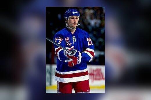 НХЛ. Ковалев набрал 1000 очков